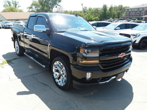 Pre-Owned 2017 Chevrolet Silverado 1500 LT 4WD 4D Double Cab